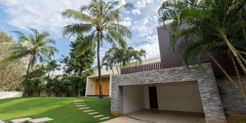 entrance-villa-1